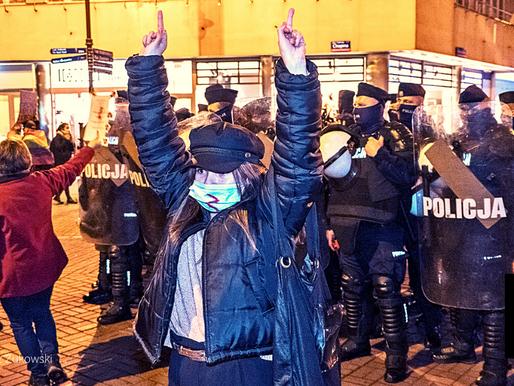 COPS, POLISH ACTIVISTS CLASH DURING ABORTION PROTEST