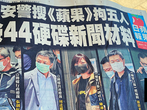 HK RESIDENTS LAP UP 500,000 COPIES OF HARASSED APPLE DAILY