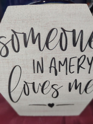 Home_Sign_SomeoneInAMeryLovesMeOctogon.j