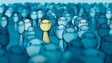 Quando você se sente sozinho mesmo estando na companhia de outras pessoas