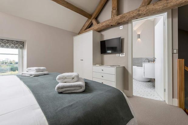 Stone Cottage bedroom & en-suite