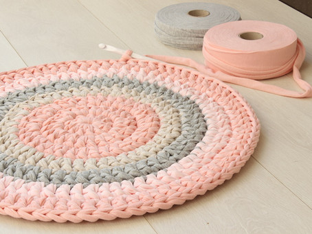 How much yarn do I need for a round rug?