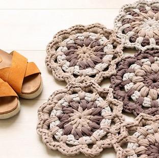 שטיח סרוג מפרחי טריקו