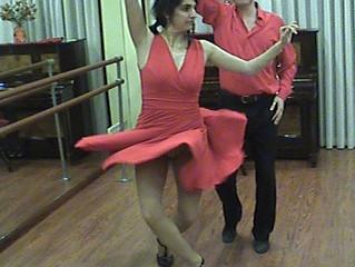 Danza y pasión por el arte del baile con instrucción dedicada con Raquel Hinojosa