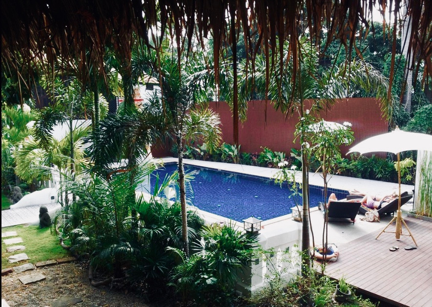 The pool is at walking distance from the hostel itself and amazing to relax at