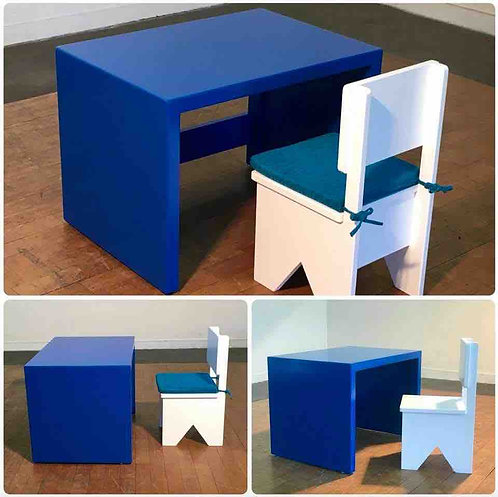 Toddler PLAY Desk & Chairs