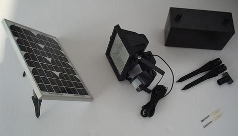 La forma mas simple de tener seguridad en los perimetros, utilizando un reflector por energia solar