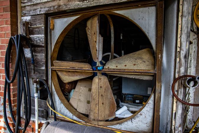 I've never seen wooden fan blades.