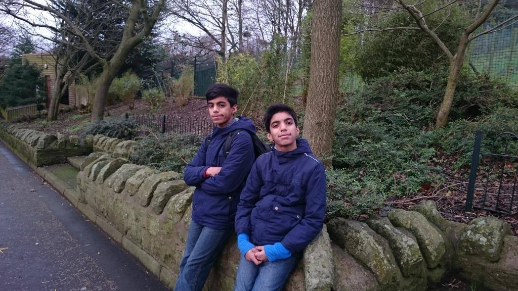 abhi and sou in edinbrugh zoo