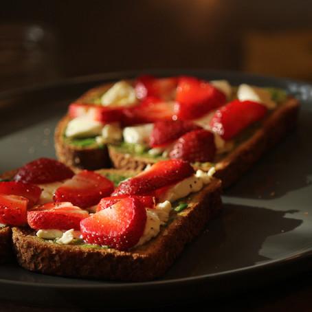 Healthy Eats: Toastie, Kale Salad, & Dark Chocolate
