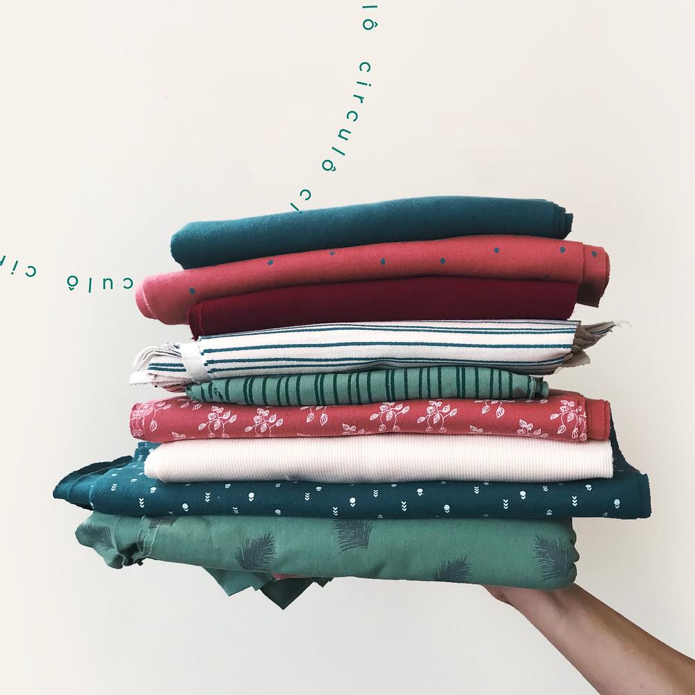 roupas de produção própria da Circulô, com estampas exclusivas feitas por ilustradoras parceiras