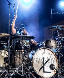 Twin XL Drummer