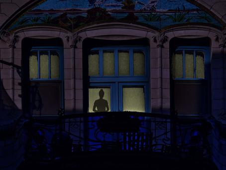 Luces encendidas en la Maison Podroznikovich