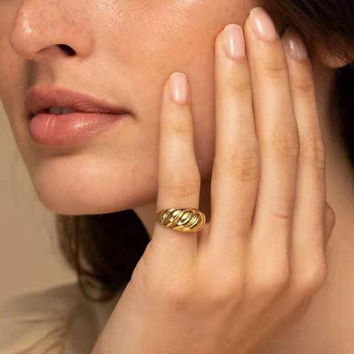 Dalia Ribbed Ring