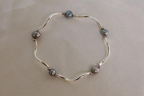 Capricious Pearl Bracelet
