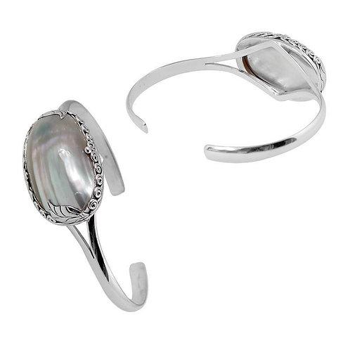 Bountiful Shell Bracelet