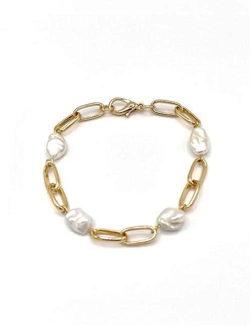 Flora Mulrti-Pearl Bracelet.