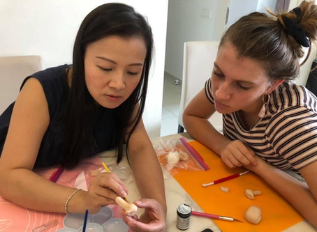 Private fondant figurine creation class for a teenager