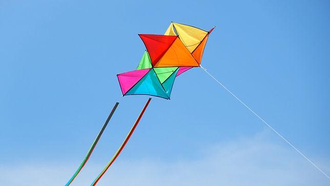 kites_in_sky.jpg