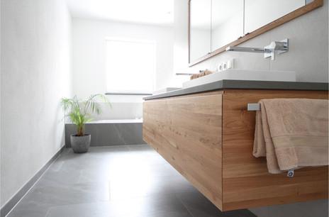 Waschtischunterschrank Wildeiche Massivholz