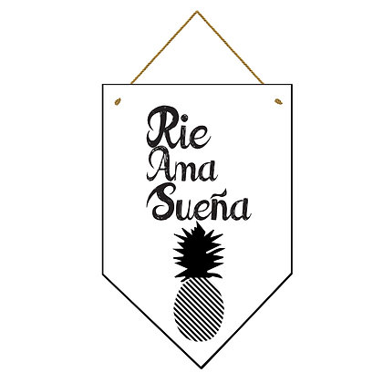 Banderín Rie Ama Sueña