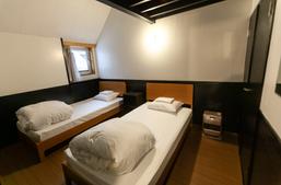 King bedroom twin beds