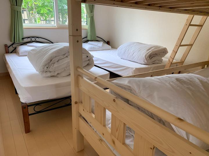 シングルベッド2台+二段ベッド