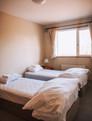 Twin beds in bedroom 1