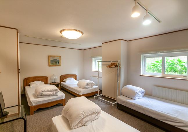 4 Large single beds
