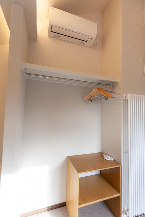 子供部屋のエアコンと衣類の収納スペース