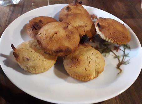 Yummie Yummie those almond cookies .