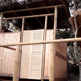 Exterieur salle d'eau de la tente