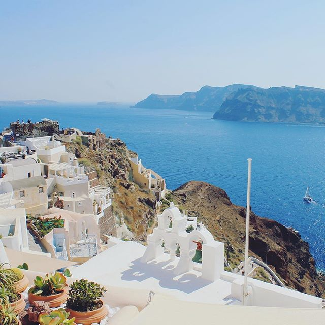 Wishing we were still in sunny Santorini on this rainy day! ☀️