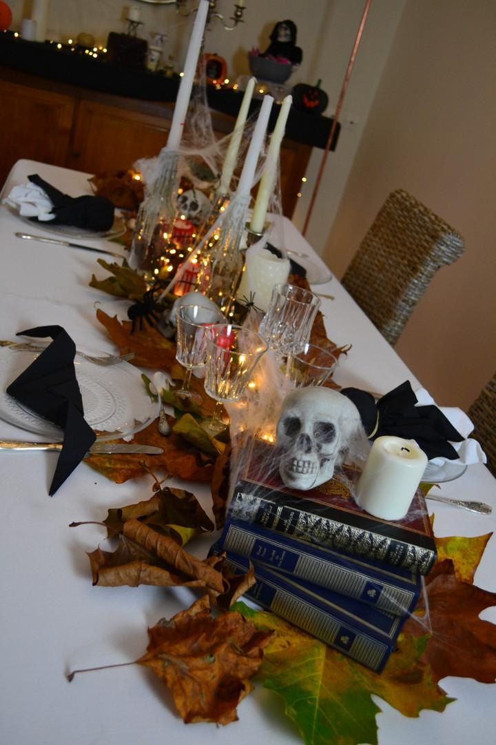 Table Halloween.JPG