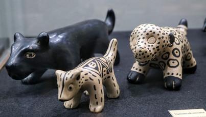 """Peças de cerâmica Wauja em exposição """"Kamalu Hai e o Canto da Cobra-canoa"""""""