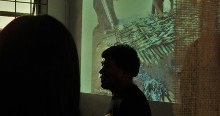 Tukupé Wauja em visita guiada à exposição com alunos do curso de Pedagogia (01/10/2019)