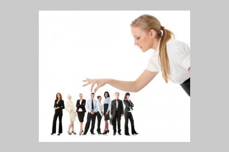 האם לגייס מנהל מכירות / שיווק / פיתוח עסקי מבחוץ או לקדם פנימית עובד קיים?