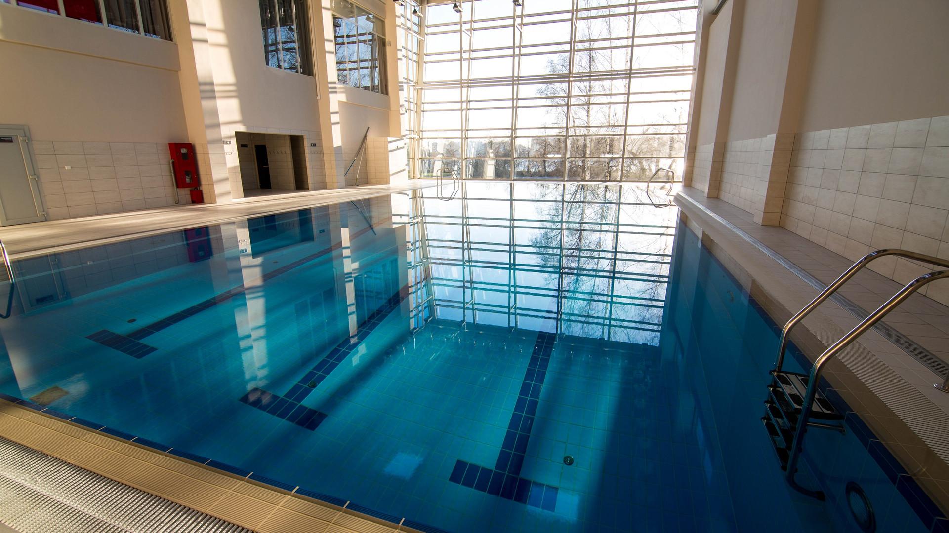 Отель с бассейном