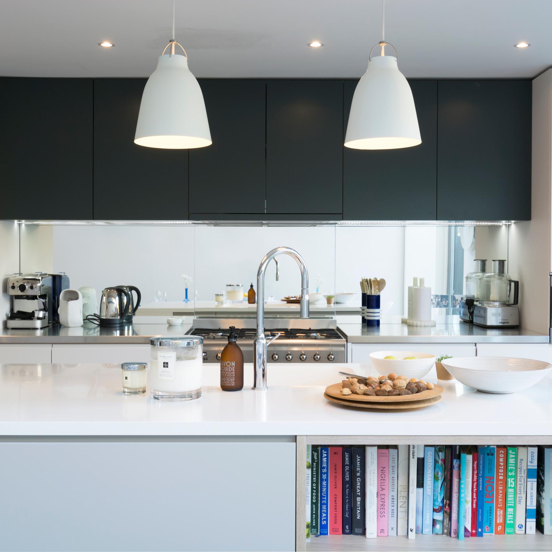Navy kitchen .jpg