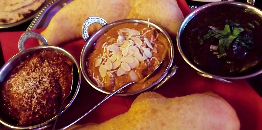scharfes Thaicurry, mildes/cremiges Hähnchencurry mit mandeln und Rosinen, Spinat - Hähnchen - Curry