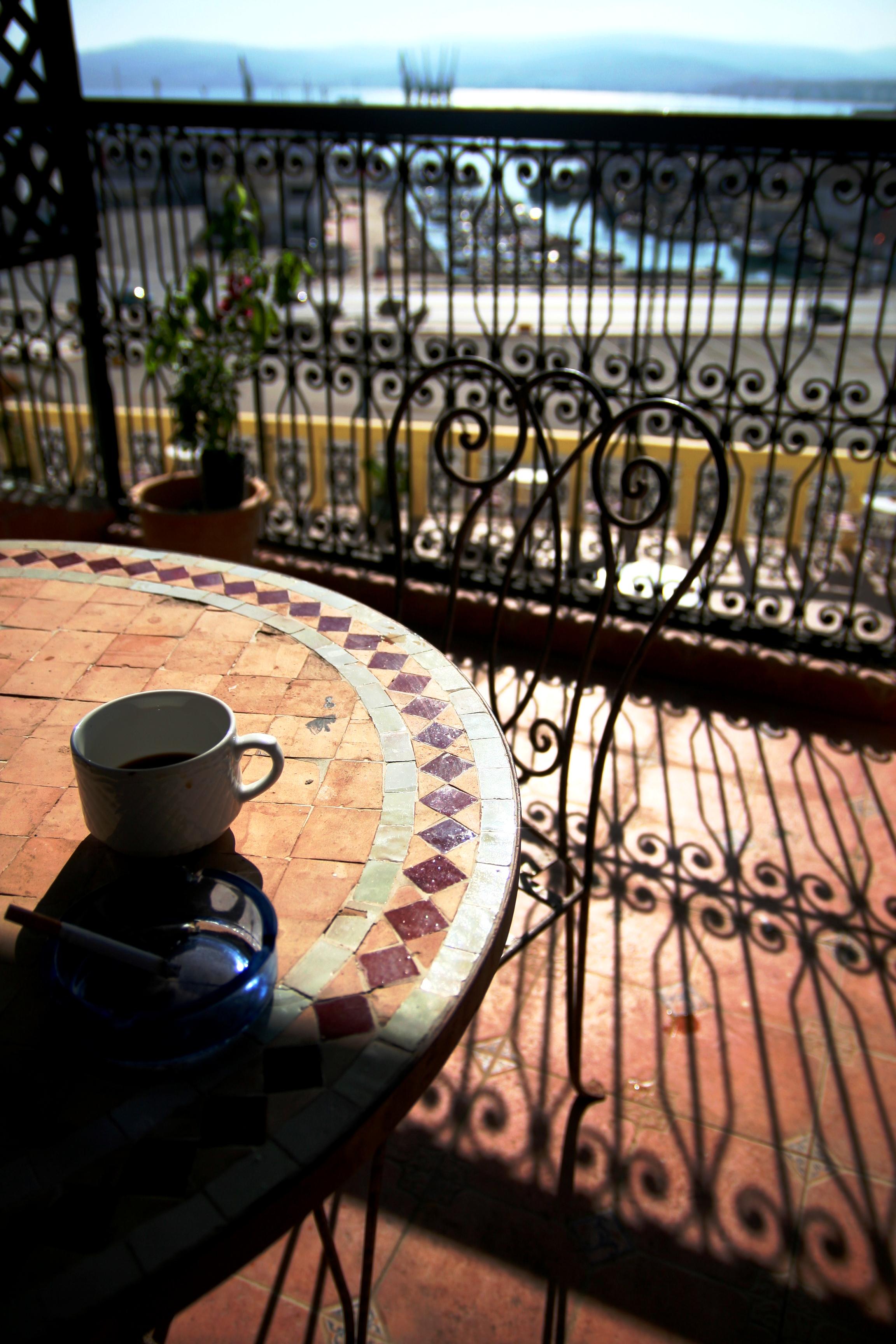 café_du_matin_sur_le_port_de_Tanger_-_Copie