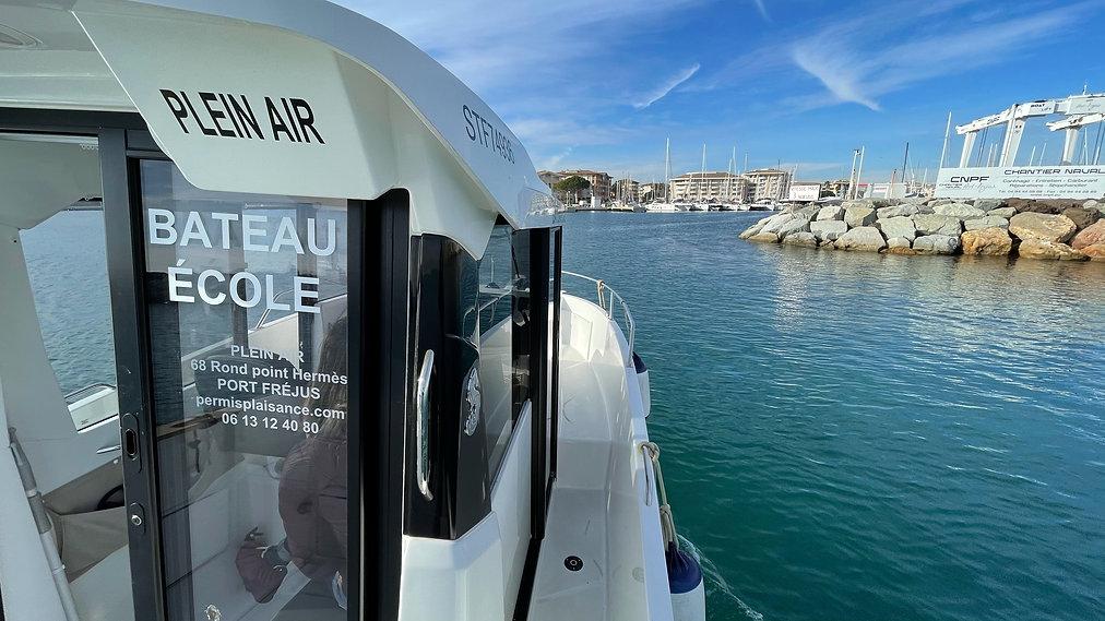 le bateau de plein air frejus pour les p