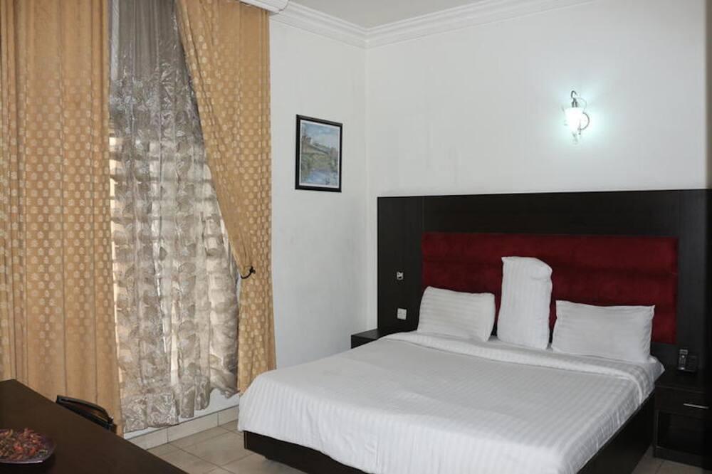 1804 Room 1.jpeg