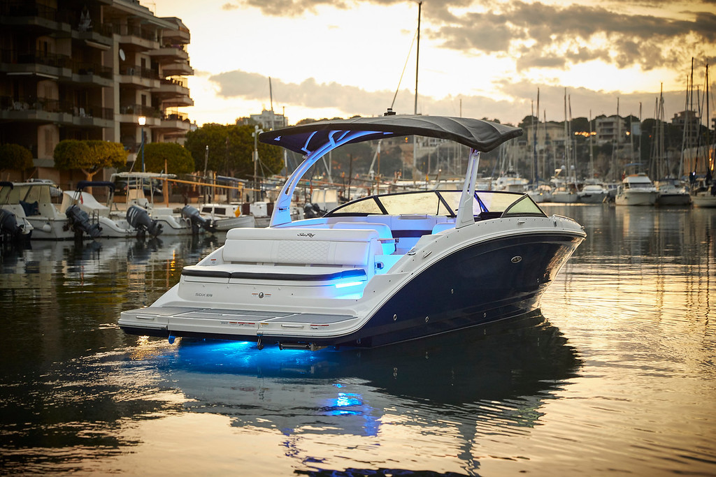 Sea Ray 270 SDX Bootsvermietung Lago Mag