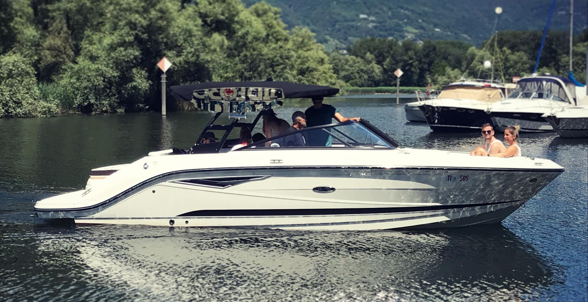 Sea Ray 250 SLX a noleggio sul Lago Magg