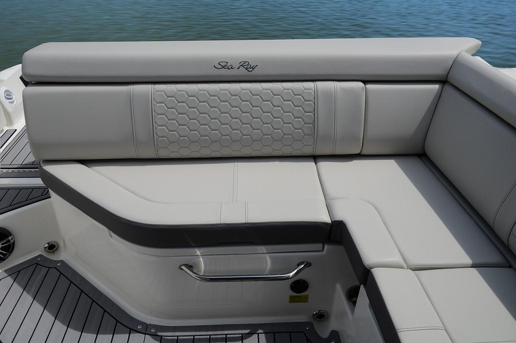 Sea Ray 270 SDX Mietboot am Lago Maggior