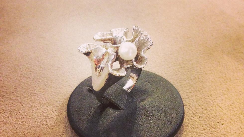 Anello in argento e perla