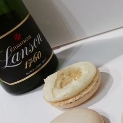 Champagne macarons