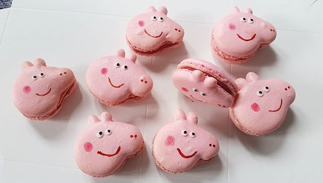 Peppa Pig macarons for a little fan 😊__#macaroons #macaron #macaronslover #instamacaron  #macaronar