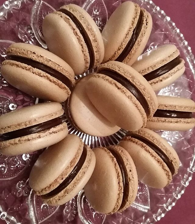Dark chocolate macarons #macaron #macarons #macaronslover #macaroo #macaroons #frenchmacarons #frenc